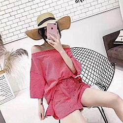 La Belleza一字領細條紋落肩寬鬆上衣加條紋開叉短褲套裝