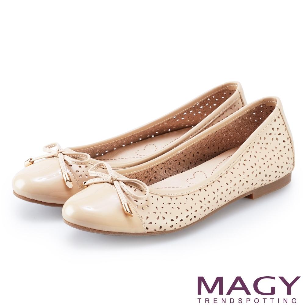 MAGY 鞋身穿孔牛皮平底娃娃鞋 裸色