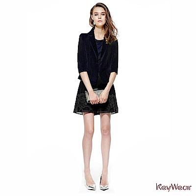 KeyWear奇威名品簡約透視格紋短版七分袖外套-黑色