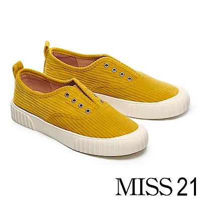 休閒鞋 MISS 21 簡約復古無綁帶壓紋絨布厚底休閒鞋-黃