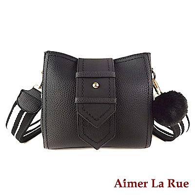Aimer La Rue 瑞雪亞絨毛吊飾側背包(黑色)