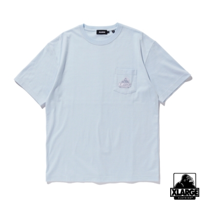 XLARGE S/S EMBROIDERY SLANTED OG POCKET TEE 刺繡口袋短T-藍