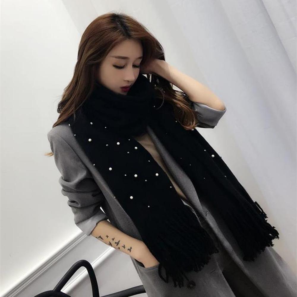 梨花HaNA 華麗珍珠綴飾柔感圍巾黑色