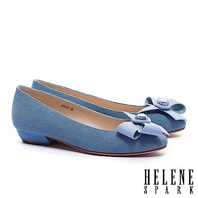 低跟鞋 HELENE SPARK 浪漫柔美晶鑽手工花飾牛仔布粗低跟鞋-藍