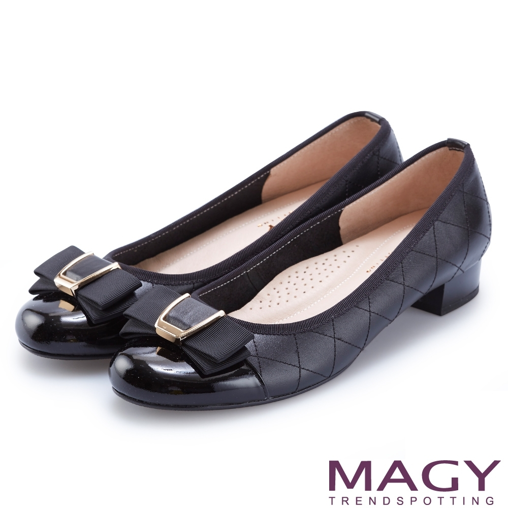 MAGY OL通勤專屬 特殊造型釦+織帶蝴蝶結低跟鞋-黑色