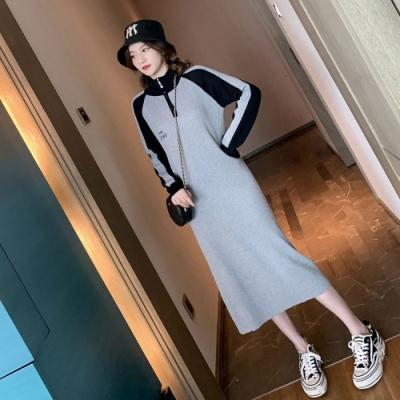 中大尺碼半高領拉鍊刺繡字母黑灰配色羅紋過膝棒球洋裝L~4L-Ballet Dolly