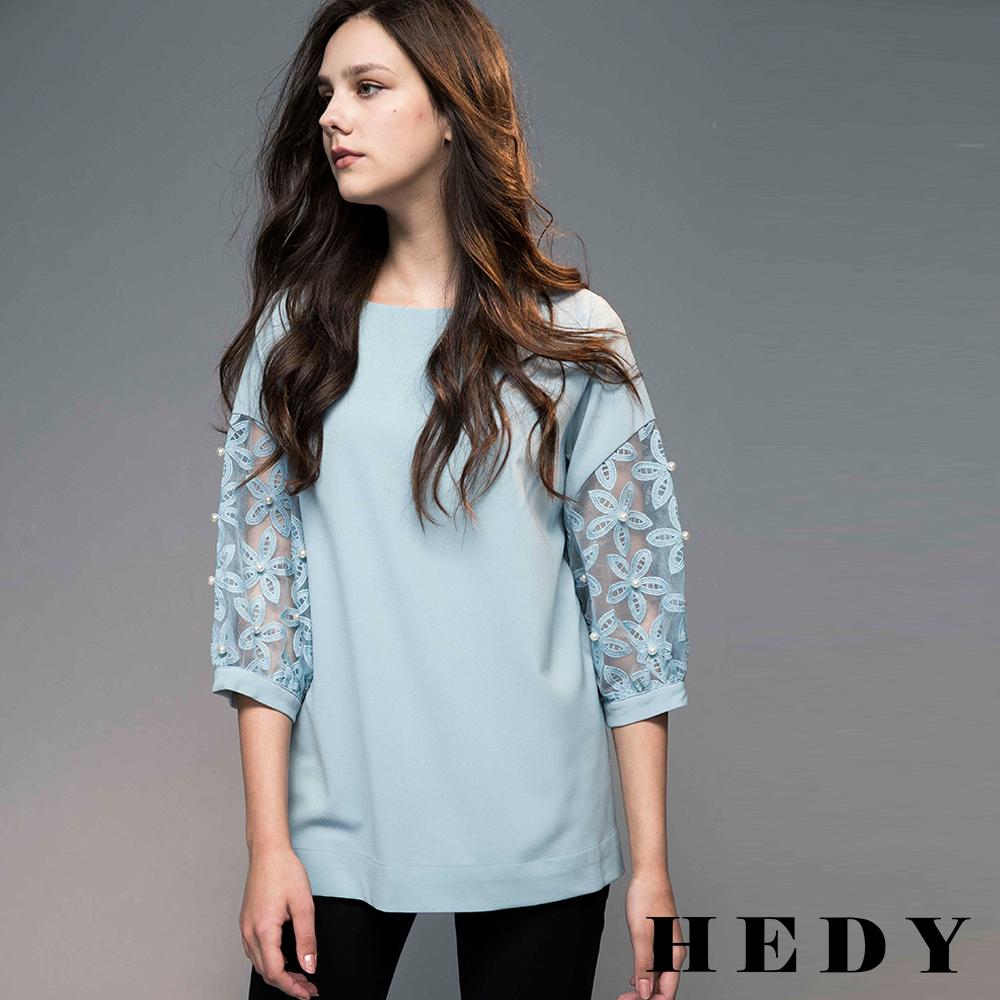 Hedy赫蒂  透膚繡花珍珠袖圓領長版上衣(共兩色)
