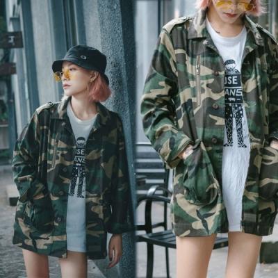 【韓國K.W.】(現貨) 美式復古後印花迷彩寬型外套
