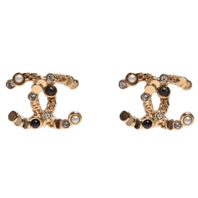 CHANEL 經典黑色珠珠水鑽鑲嵌雙C LOGO造型穿式耳環(黑X金)