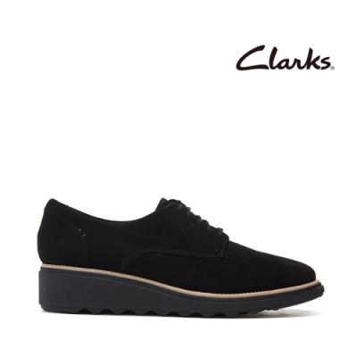 Clarks 樂活休閒  簡約設計輕量楔型跟休閒繫帶鞋 黑色