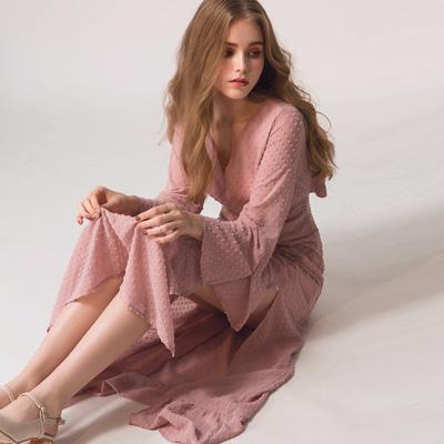 AIR SPACE 背鏤空荷葉設計點點網紗長洋裝(粉紅)
