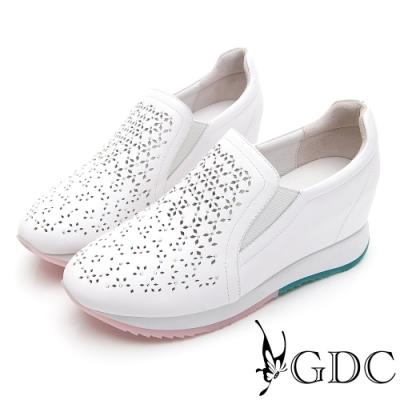 GDC-真皮雕花簍空馬卡龍色系厚底休閒鞋-白色