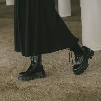 QUEENSHOP 鋸齒厚底造型八孔馬汀靴 36-41【05060135】*現+預*