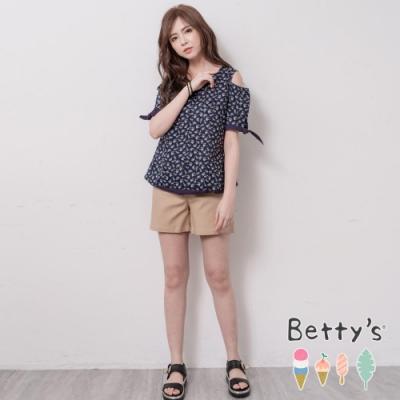 betty's貝蒂思 小巧口袋綴釘飾素色短褲(卡其)