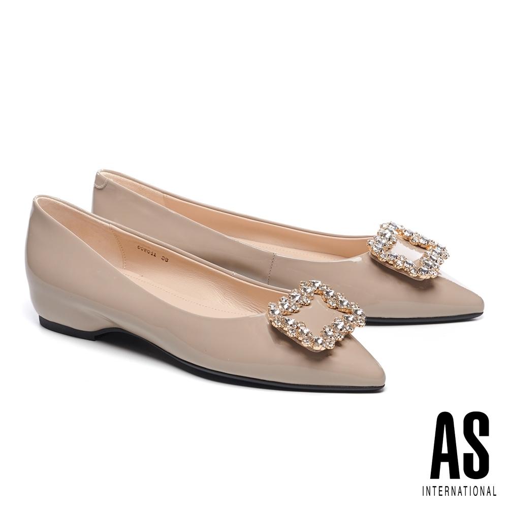 低跟鞋 AS 時尚耀眼晶鑽方釦全真皮尖頭低跟鞋-米