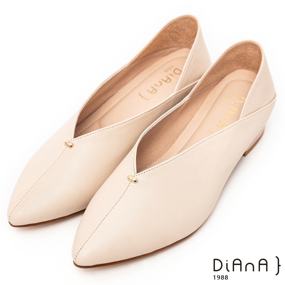 DIANA柔軟羊皮小金釦素面2.7公分兩穿2WAY尖頭樂福鞋 –簡約時尚–米