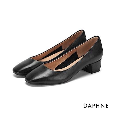 達芙妮DAPHNE 跟鞋-真皮素面圓頭粗低跟鞋-黑