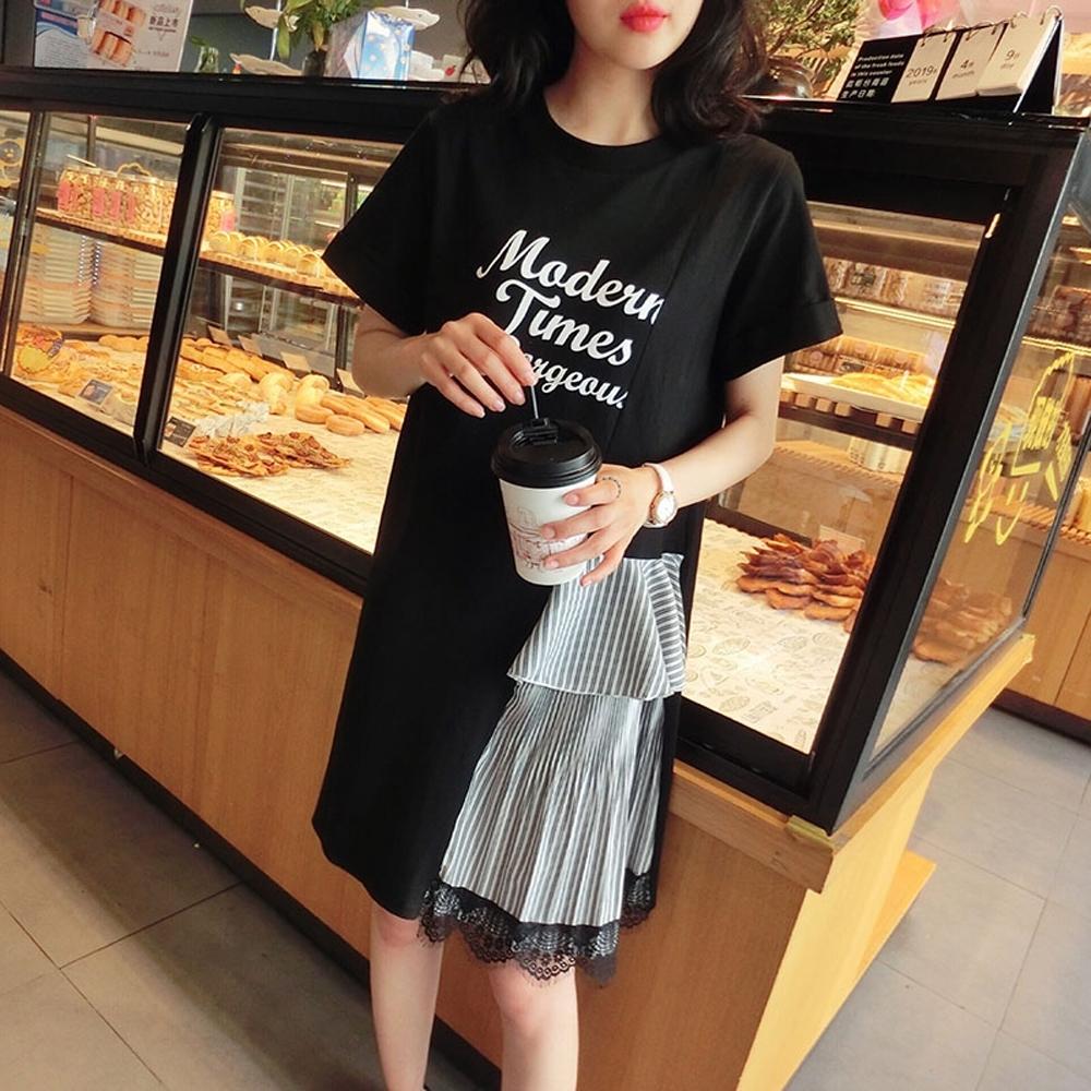 La Belleza圓領英文字印花側拼接條紋層次黑色蕾絲裙擺洋裝