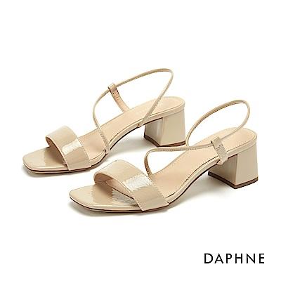 達芙妮DAPHNE 涼鞋-質感漆皮一字帶鏤空繫踝粗跟涼鞋-杏色