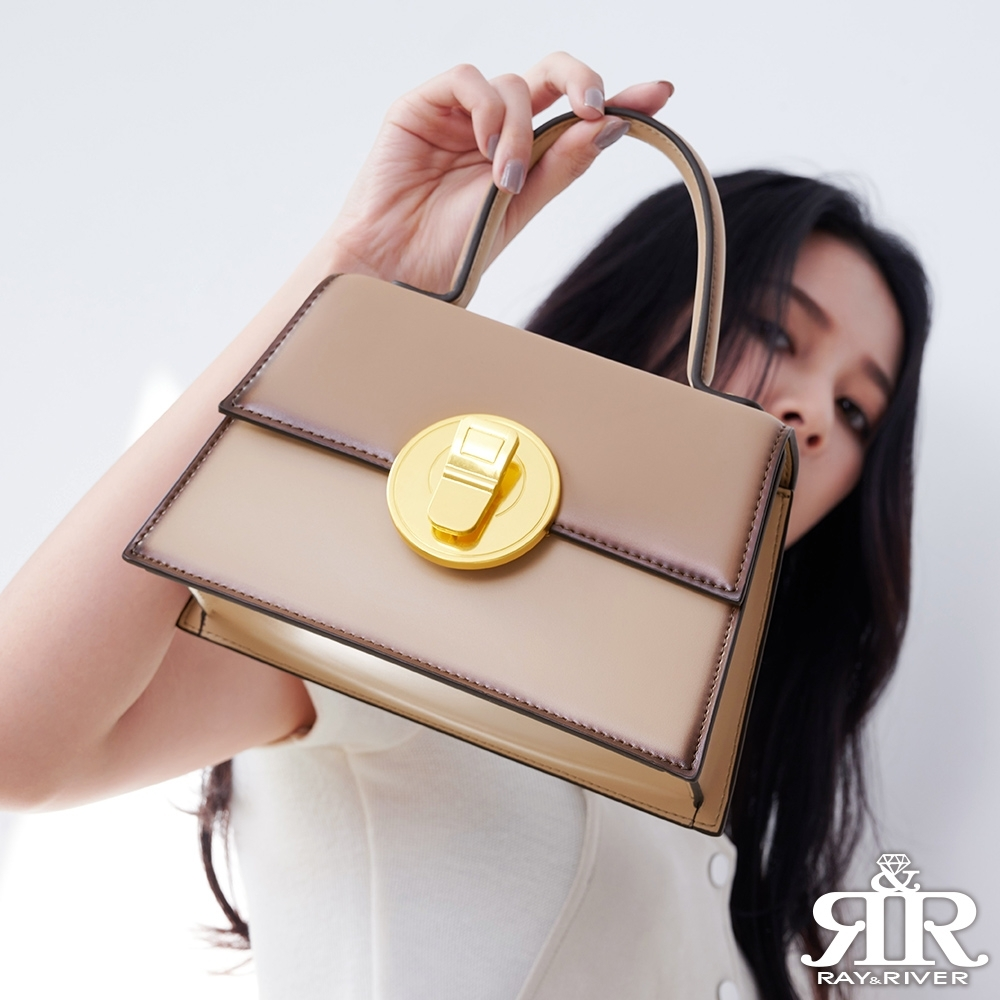 2R 輕軟牛皮Golden金圓斜背釦飾包 奶茶色