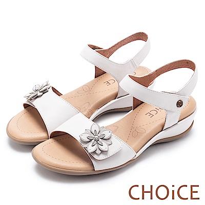CHOiCE 親膚涼爽春意 牛皮花朵魔鬼沾楔型涼鞋-白色