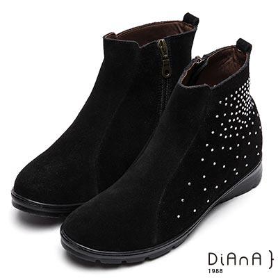 DIANA 水鑽耀眼--水鑽麂皮內增高短靴-黑