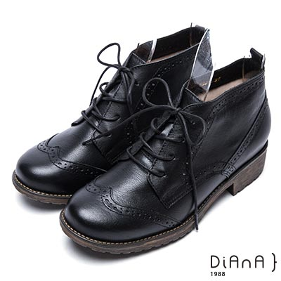 DIANA 復古英倫-牛津雕花綁帶真皮短靴-黑