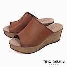 Tino Bellini 西班牙進口極簡質感原色真皮楔型涼拖鞋_ 棕