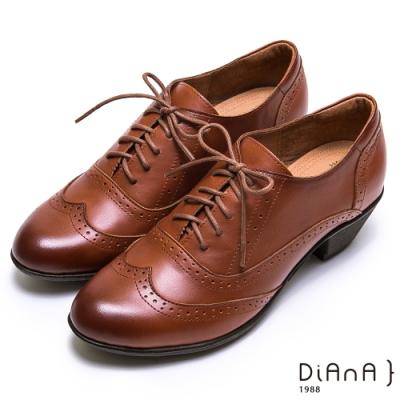DIANA 英倫高質感雕花牛皮綁帶粗跟牛津鞋-漫步雲端焦糖美人款-棕