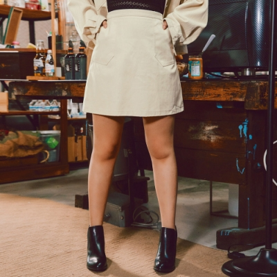 AIR SPACE LADY 中大尺碼 極簡口袋造型短裙(奶油白)