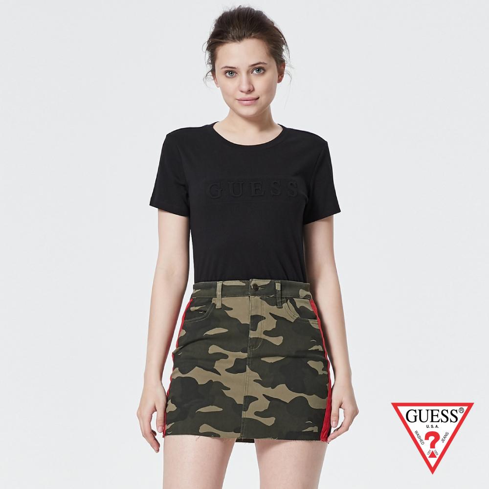GUESS-女裝-浮雕壓印文字短T,T恤-黑 原價1390