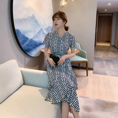 圓點綁帶收腰不規則荷葉裙襬洋裝S-XL-Dorri