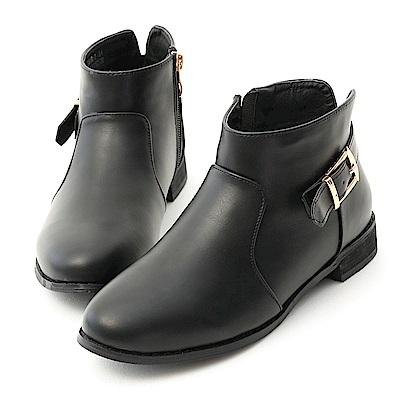 D+AF 百搭造型.金屬釦後V口平底短靴*黑