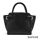 達芙妮DAPHNE-皮帶扣結飾手提側肩蝙蝠包-黑