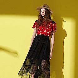 Chaber巧帛 微甜時尚滿版印花肩部拼接蕾絲方領設計造型上衣-紅