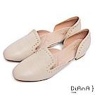 DIANA 個性低調-柔軟羊皮點綴鉚釘微鏤空低跟跟鞋-米白