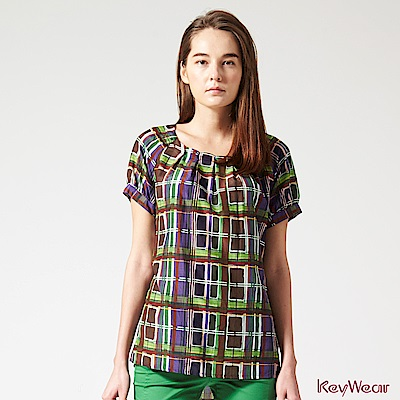 KeyWear奇威名品    藝術印花舒適絲棉五分袖上衣-綜合色