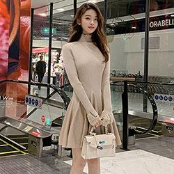 純色坑條紋拼接PU皮短款洋裝 (共兩色)-Kugi Girl