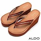 ALDO 原色V字佐金屬夾腳楔型跟涼鞋~都會焦糖