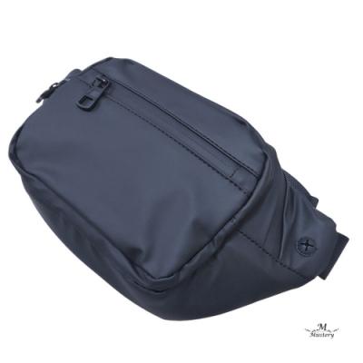【Misstery】經典熱壓PU面料防水休閒腰包斜背包-黑