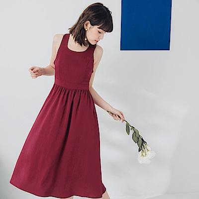 純色不易皺背交叉鏤空修身洋裝-OB大尺碼