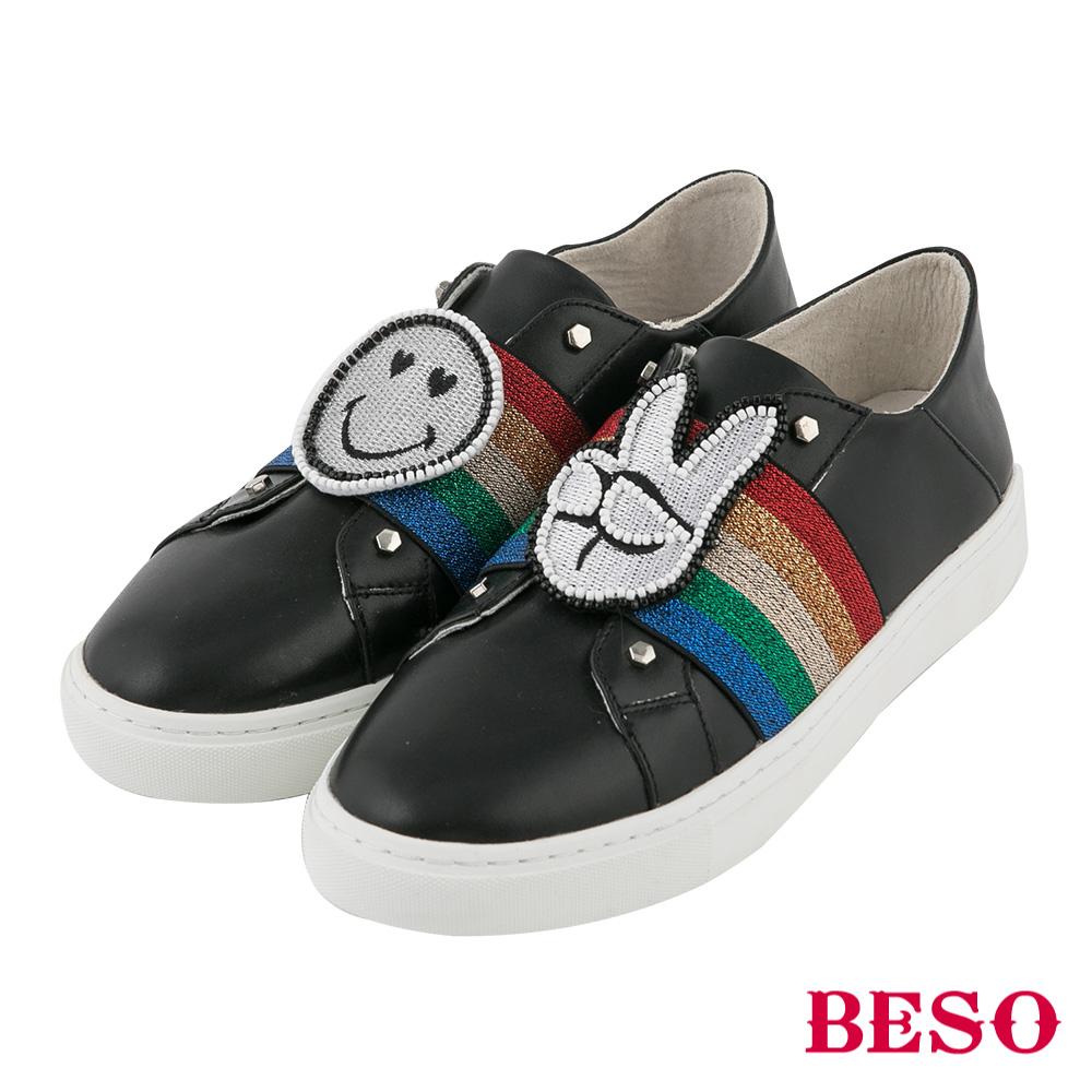 BESO 閃耀彩紅 童趣徽章休閒鞋~黑