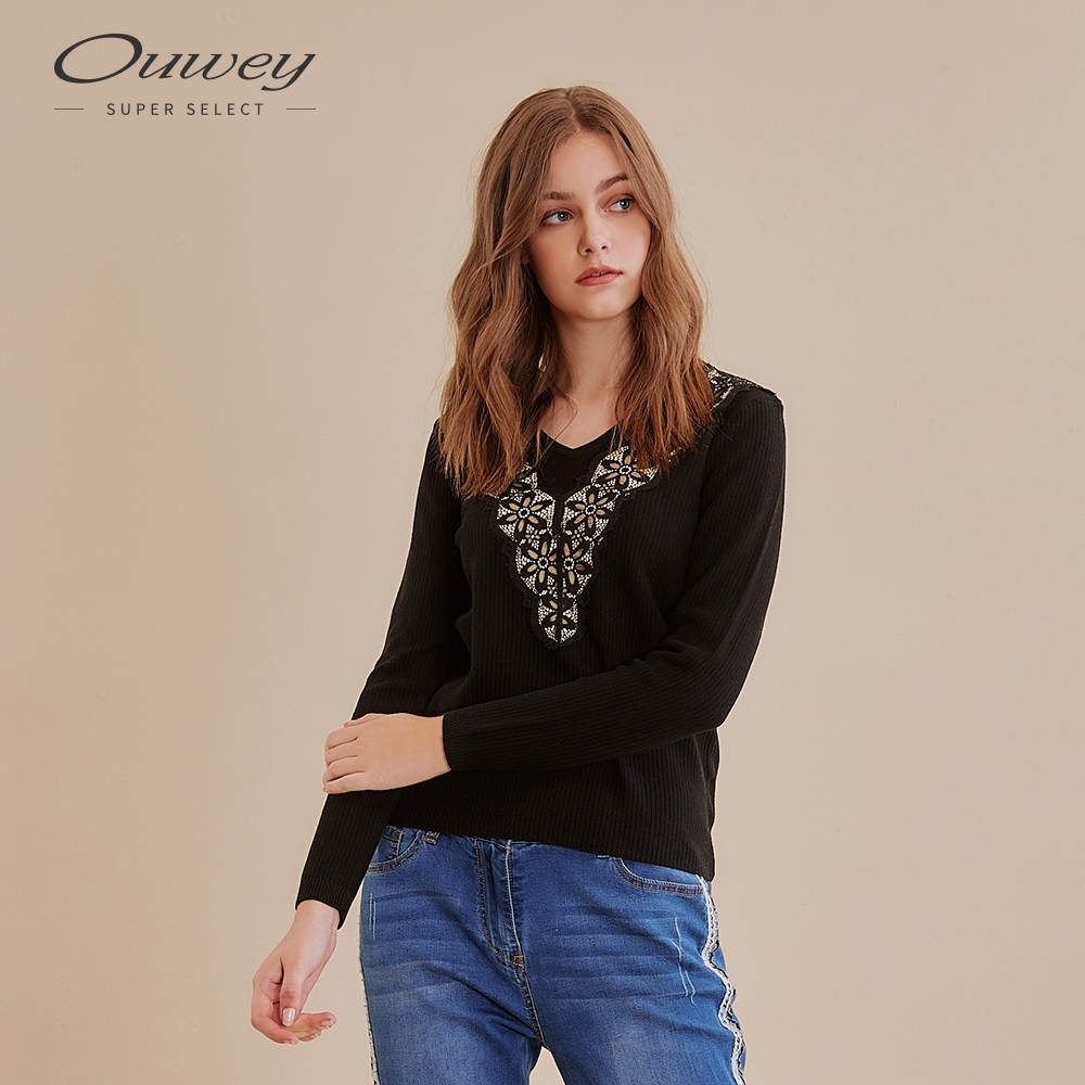 OUWEY歐薇 抽條組織蕾絲V領針織上衣(黑/米)
