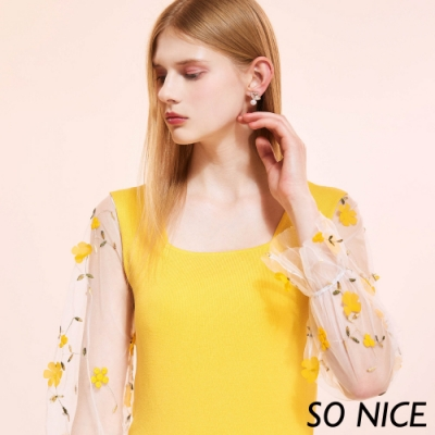 SO NICE俏麗方領花朵針織上衣