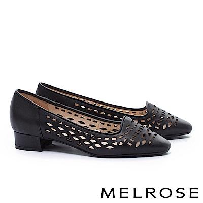 低跟鞋 MELROSE 百搭質感幾何沖孔羊皮尖頭粗低跟鞋-黑