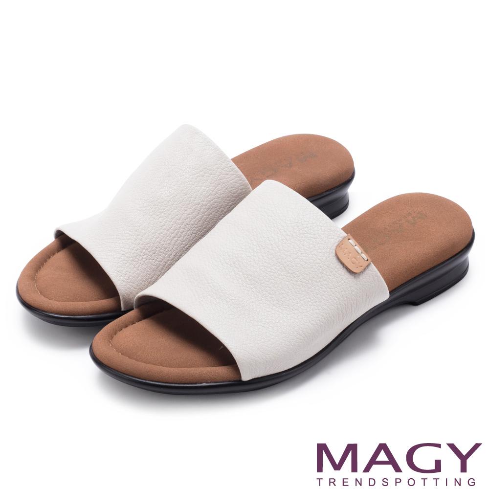 MAGY 簡約夏日 超軟皮革寬版一字平底拖鞋-灰色
