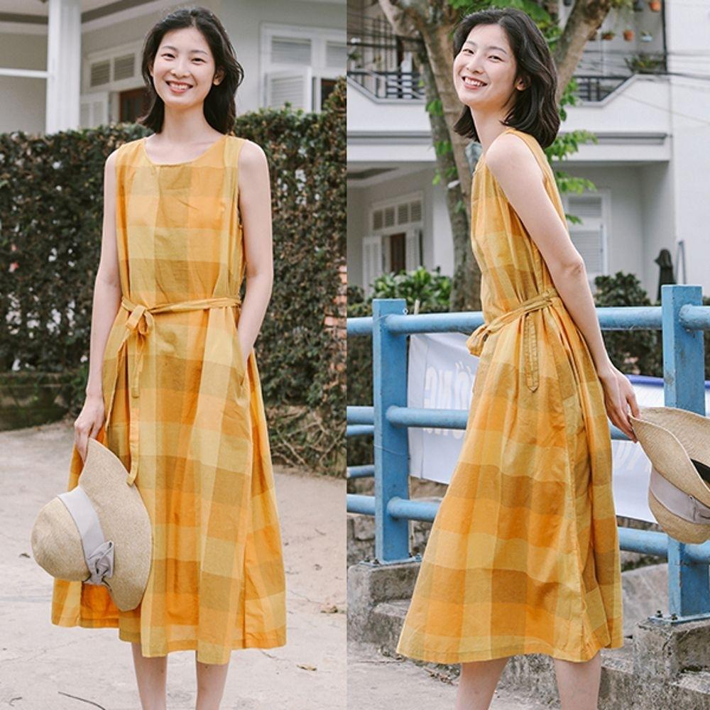 洋裝-亞麻黃色格子無袖中長寬鬆棉麻背心裙-設計所在
