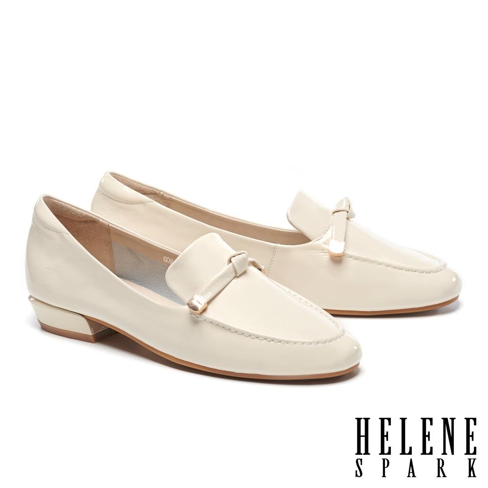 低跟鞋 HELENE SPARK 知性時尚扭結條帶內增高樂福低跟鞋-米
