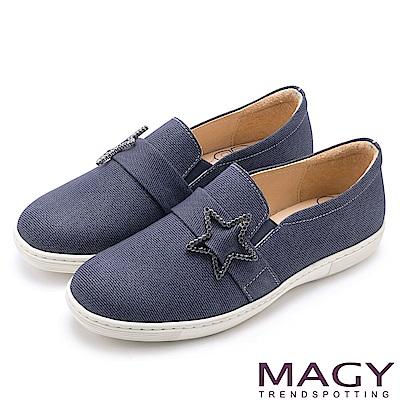 MAGY 舒適樂活 星星水鑽飾扣牛皮休閒平底鞋-藍色