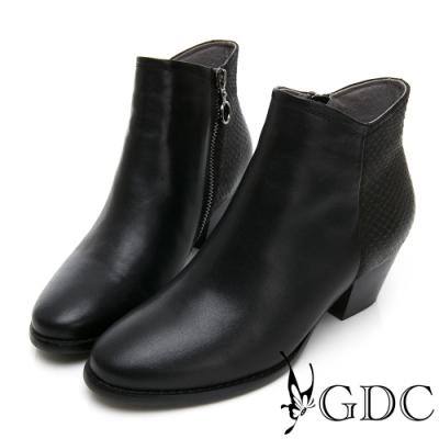 GDC-真皮經典基本素色簡單剪裁粗跟百搭短靴-黑色